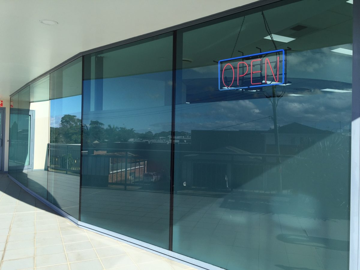 Window tint frosting port macquarie macquarie signs for Five star windows